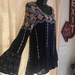 Entro blouse with lace and bell sleeve Large